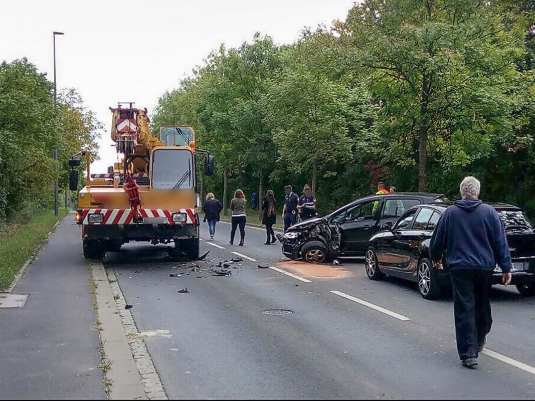 Die Pkw-Fahrerin wurde leicht verletzt in eine Klinik verbracht.