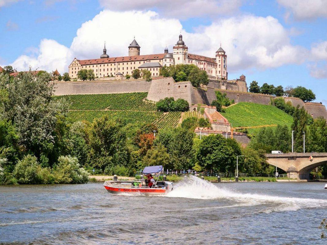 Die Wasserwacht Würzburg auf dem Main. Foto: Wasserwacht