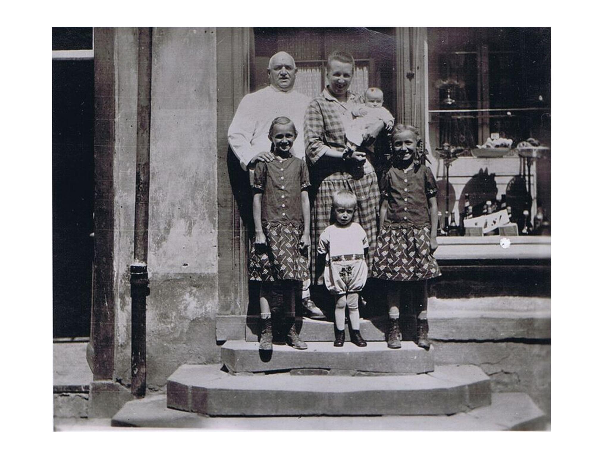 Die Familie Weber im Jahr 1916. Foto: Webers Backkunst
