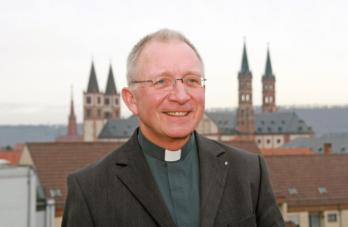 Weihbischof Ulrich Boom wird sechs Interessierte persönlich durch die Julius Echter Ausstellung führen. Foto: Museum am Dom
