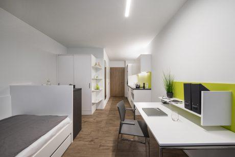 Mit Bad und Küchenzeile ausgestattet bieten die Einheiten vollen Komfort. Grafik Südansicht: Bader Wohnbau GmbH