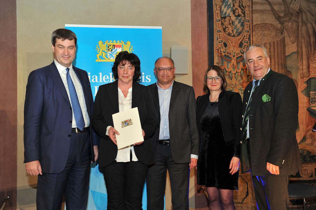Bei der Preisverleihung in München: die Vertreter des Dialektpreises. Foto: Astrid Schmidhuber