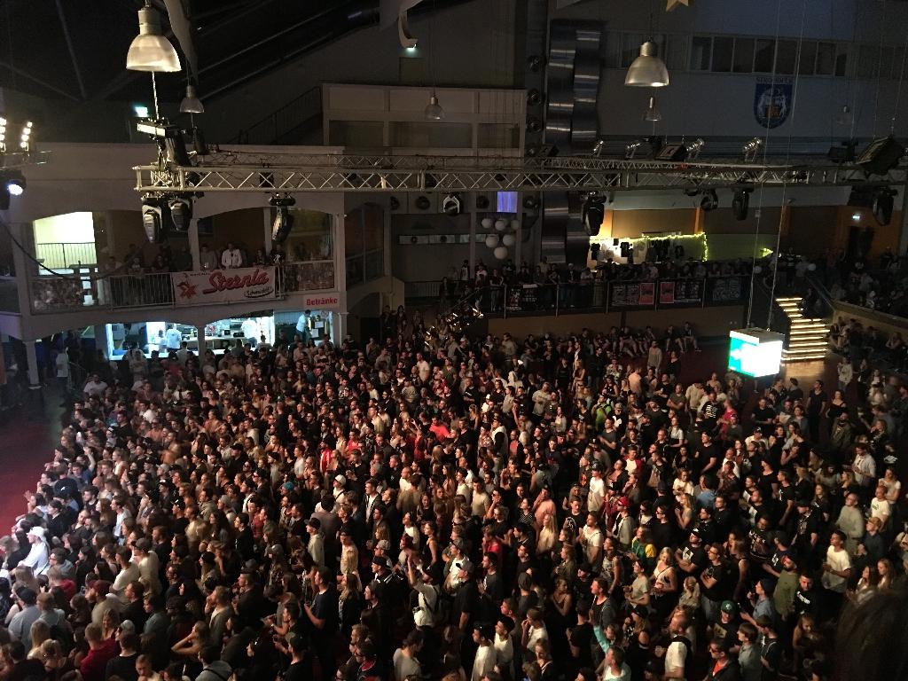 Das Publikum ließ auf sich warten. Foto: Frederik Löblein