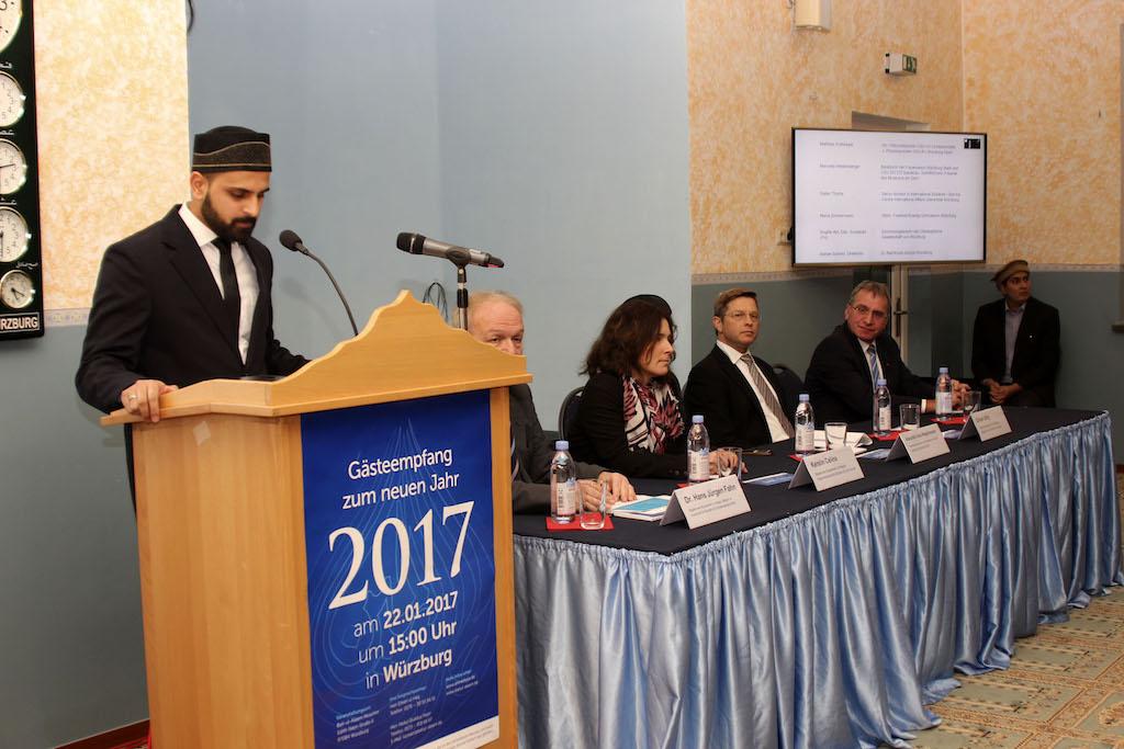 Danial Ul-Haque moderierte beim Neujahrsempfang - Foto: Baitul Aleem Moschee