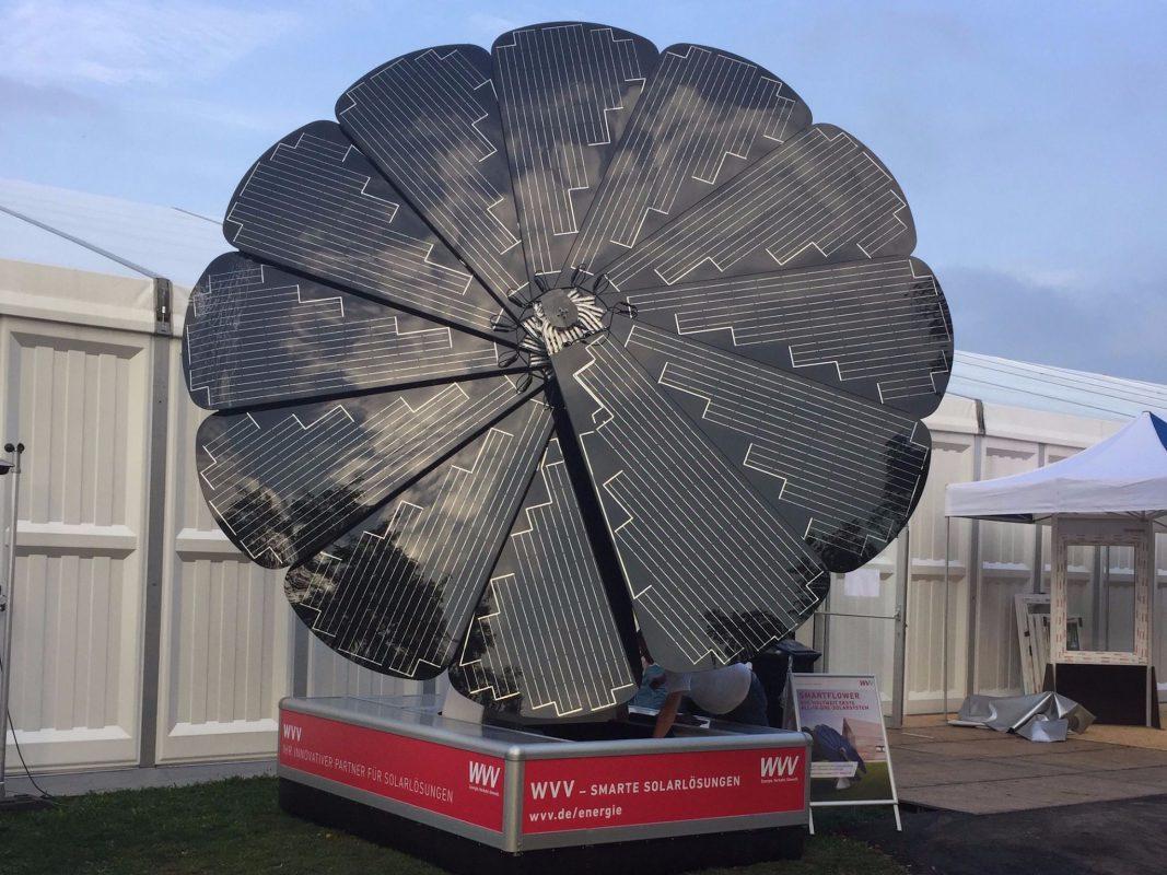 """Mit der """"smartflower"""" kann sich ein kleiner Familienhaushalt selbst mit Strom versorgen. Foto: WVV"""