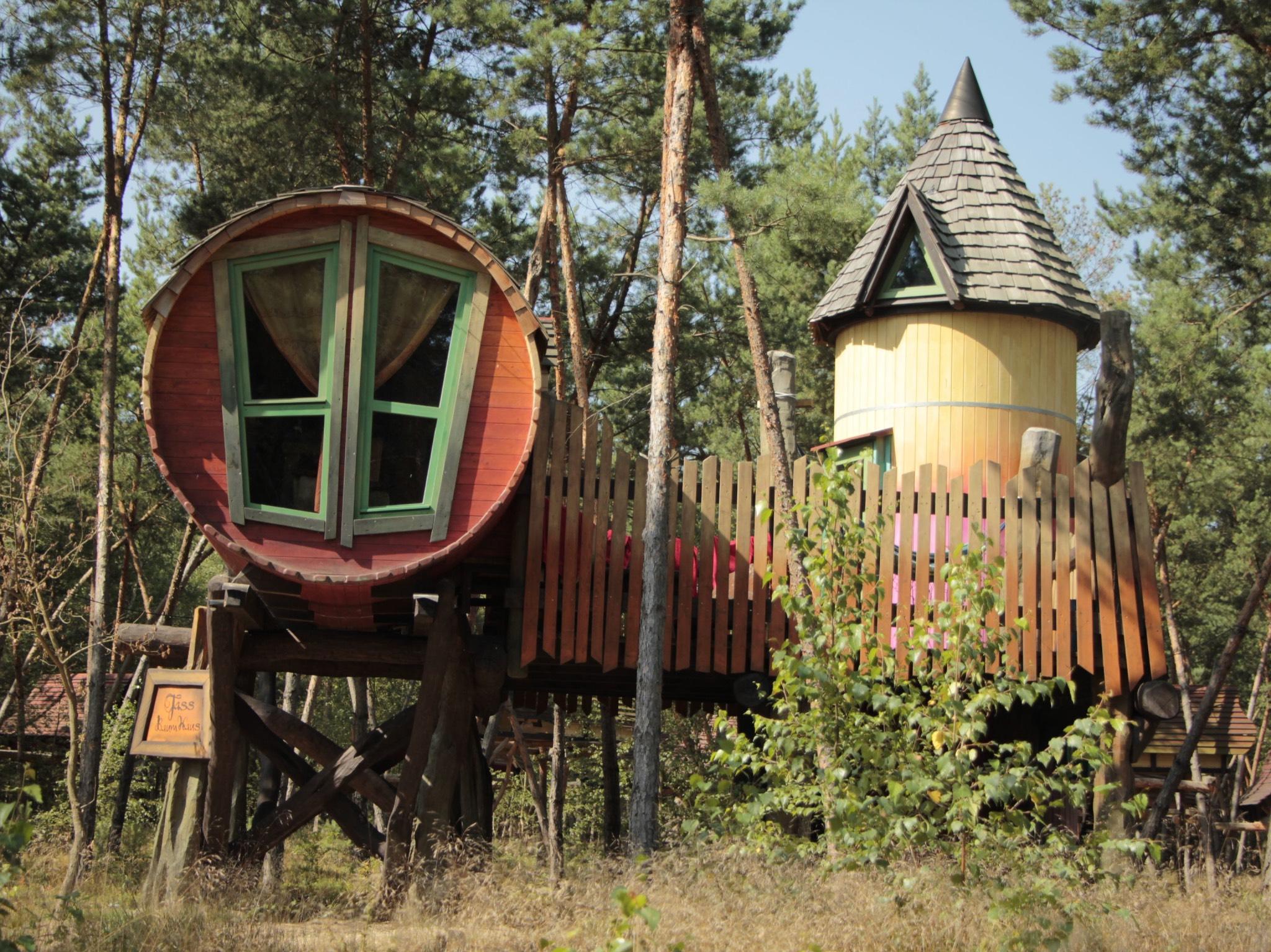 Eine Übernachtung in einem Baumhaus. Ein Spaß für die ganze Familie. Foto: Kulturinsel Einsiedel
