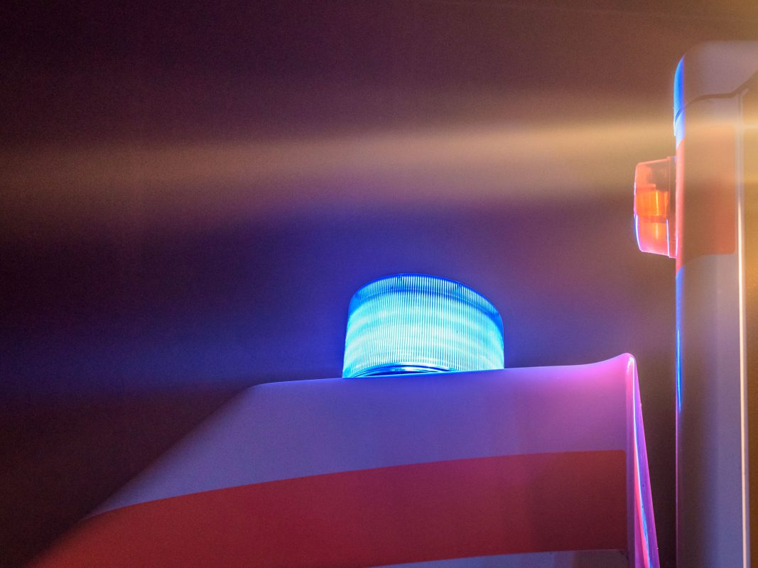 Symbolbild, Blaulicht, Polizei, Polizei, Polizeiauto, Unfall, Verkehrsunfall, Symbolbild, Blaulicht, Bayern, Streifenwagen, Straße, Landstraße,  Polizeieinsatz, Einsatzfahrzeug, Polizeiwagen, Geschwindigkeit, Kontrolle, Blitzer, Laser, Raser, Bahnhof, Zug, Bundespolizei, RTW, Rettungsdienst, Feuerwehr, Brand, Feuer, NEF, Notarzt
