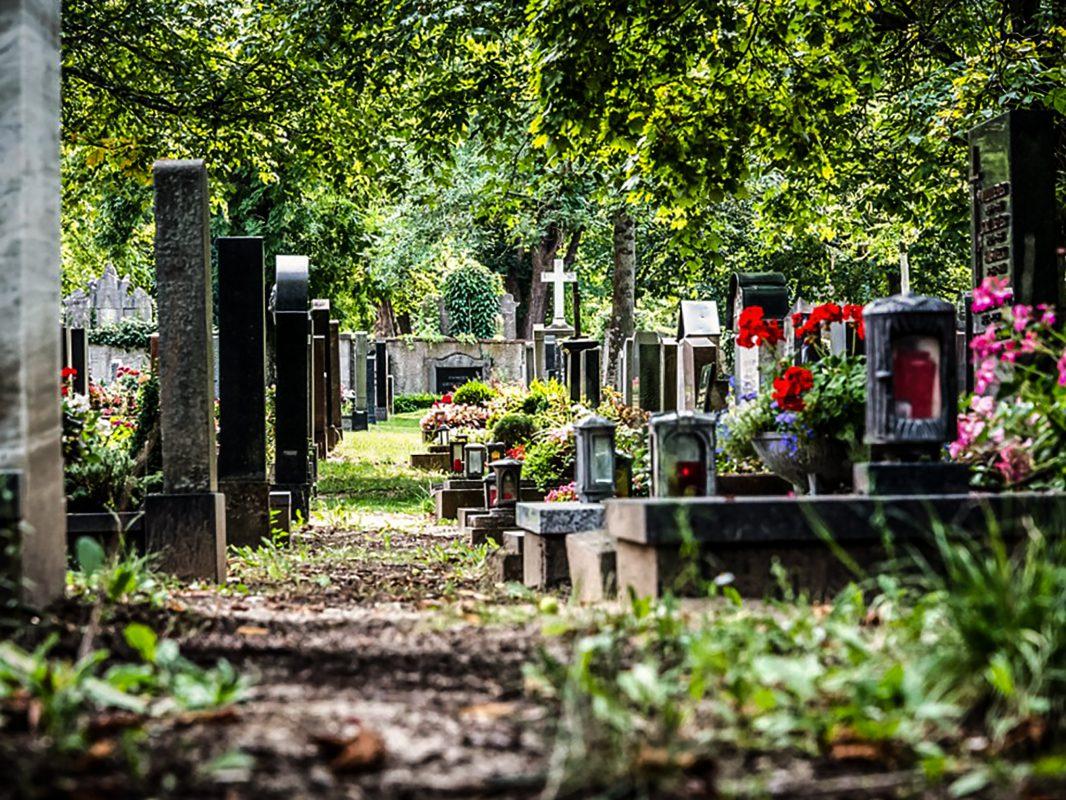 Grabsteine auf dem Friedhof. Symbolfoto: Pascal Höfig