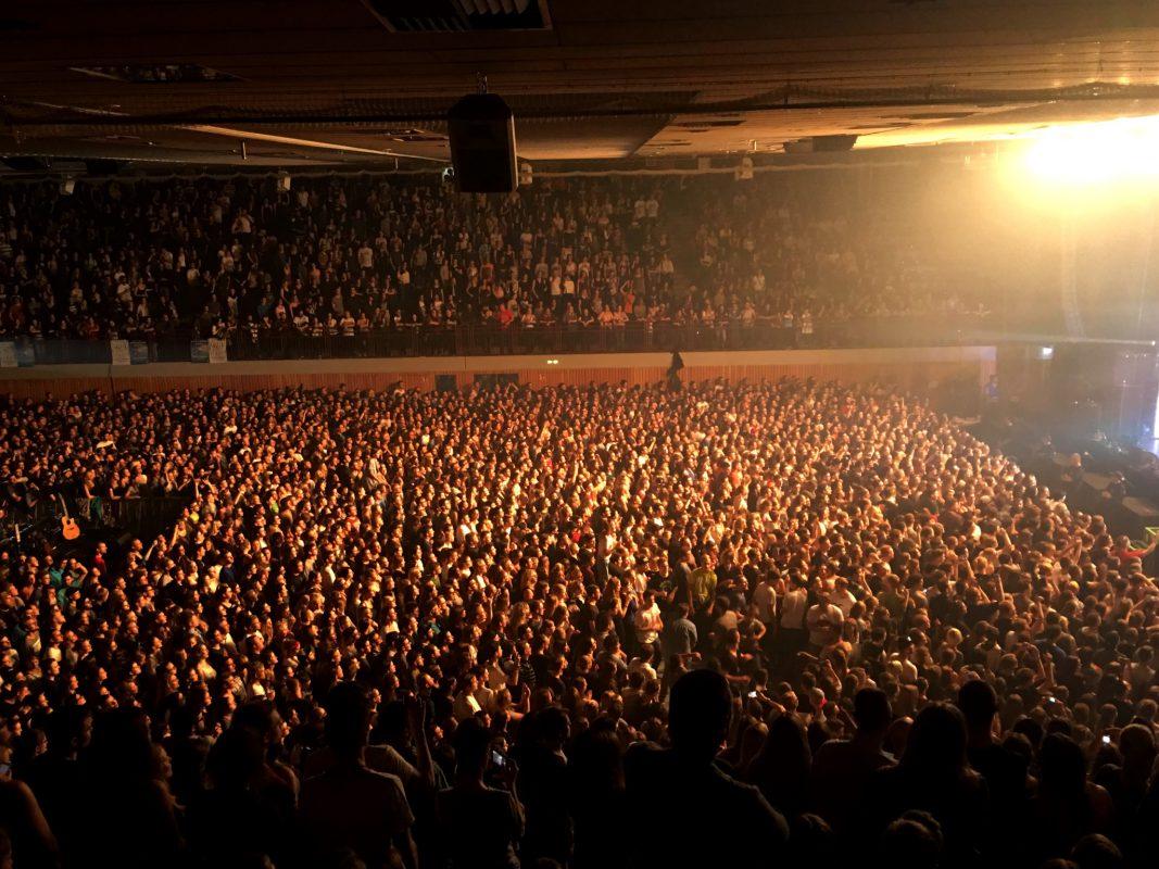 5.000 Zuschauer sahen das Konzert in der ausverkauften s.Oliver Arena - Foto: Frederik Löblein.