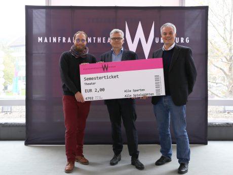 Stephan Hemmerich, Markus Trabusch und Dirk Terwey setzen sich für das Semesterticket Theater ein. Foto: Mainfranken Theater / Lee Hinkelmann