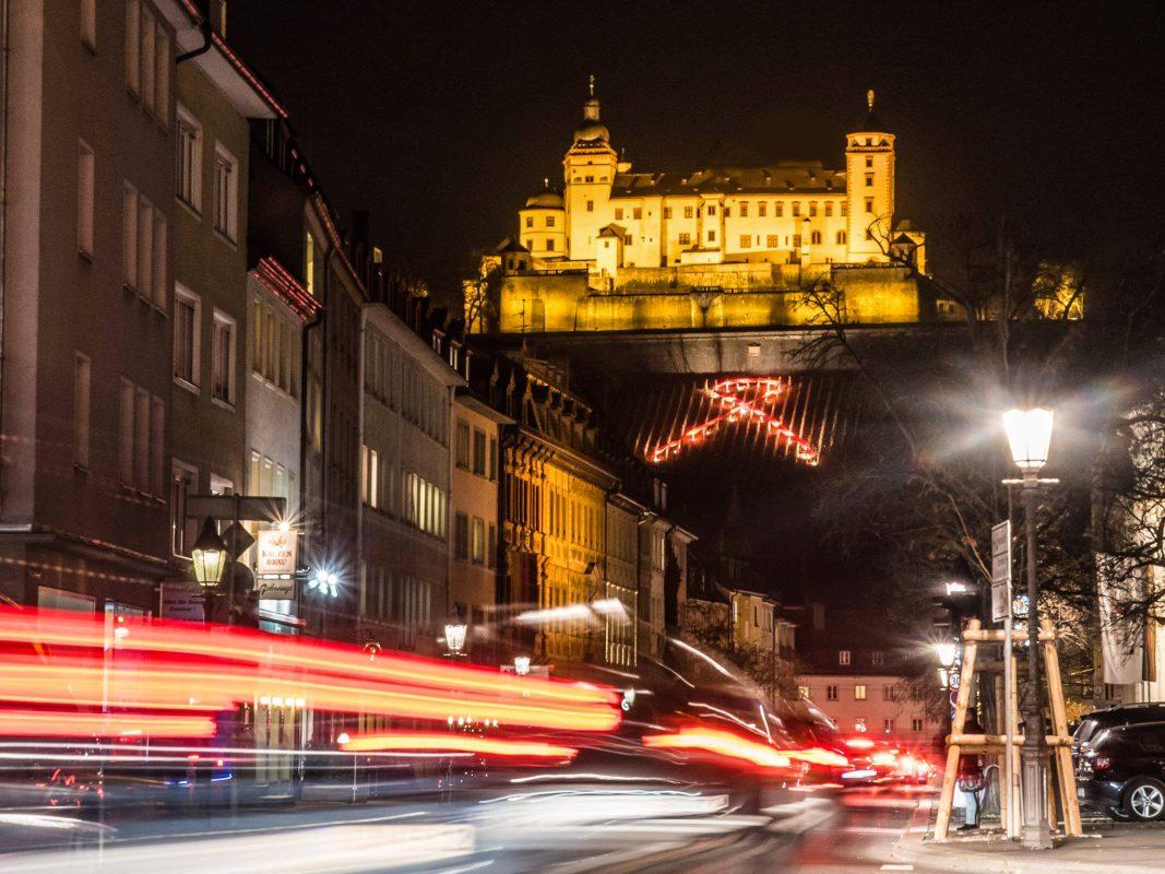 Würzburg zeigt Schleife am Welt-AIDS-Tag. Foto: Pascal Höfig