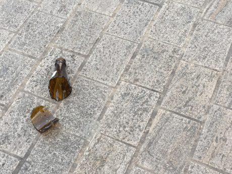 Zerbrochene Flasche. Symbolbild: Pascal Höfig