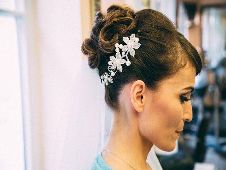 Die perfekte Brautfrisur zaubern die Experten von Hairfashion Academy. Foto: Hairfashion Academy