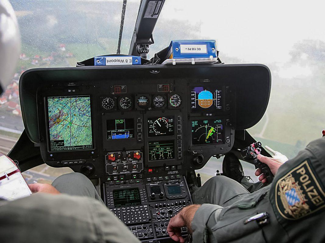 """Blick aus dem Cockpit des """"Edelweiß"""". Foto: Bayerischen Polizeihubschrauberstaffel"""