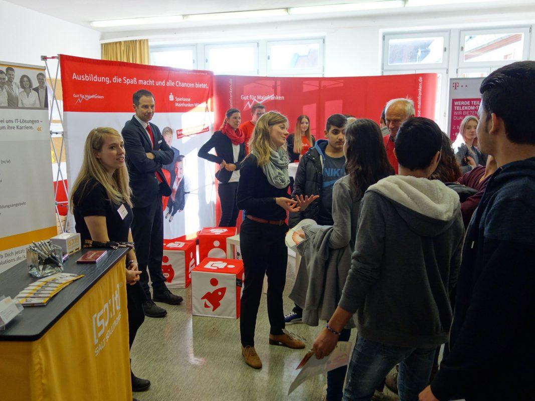 Über 80 Unternehmen stellen sich vor. Foto: Staatliche Wirtschaftsschule Kitzingen