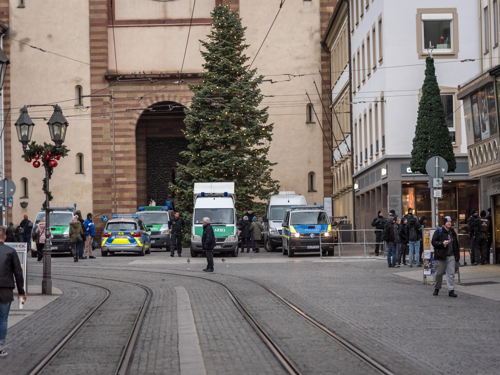 Die Würzburger Polizei hatte sich auf die Kundgebung gemeinsam mit den Würzburger Sicherheitsbehörden vorbereitet und war mit ausreichend Kräften im Einsatz. Foto: Pascal Höfig