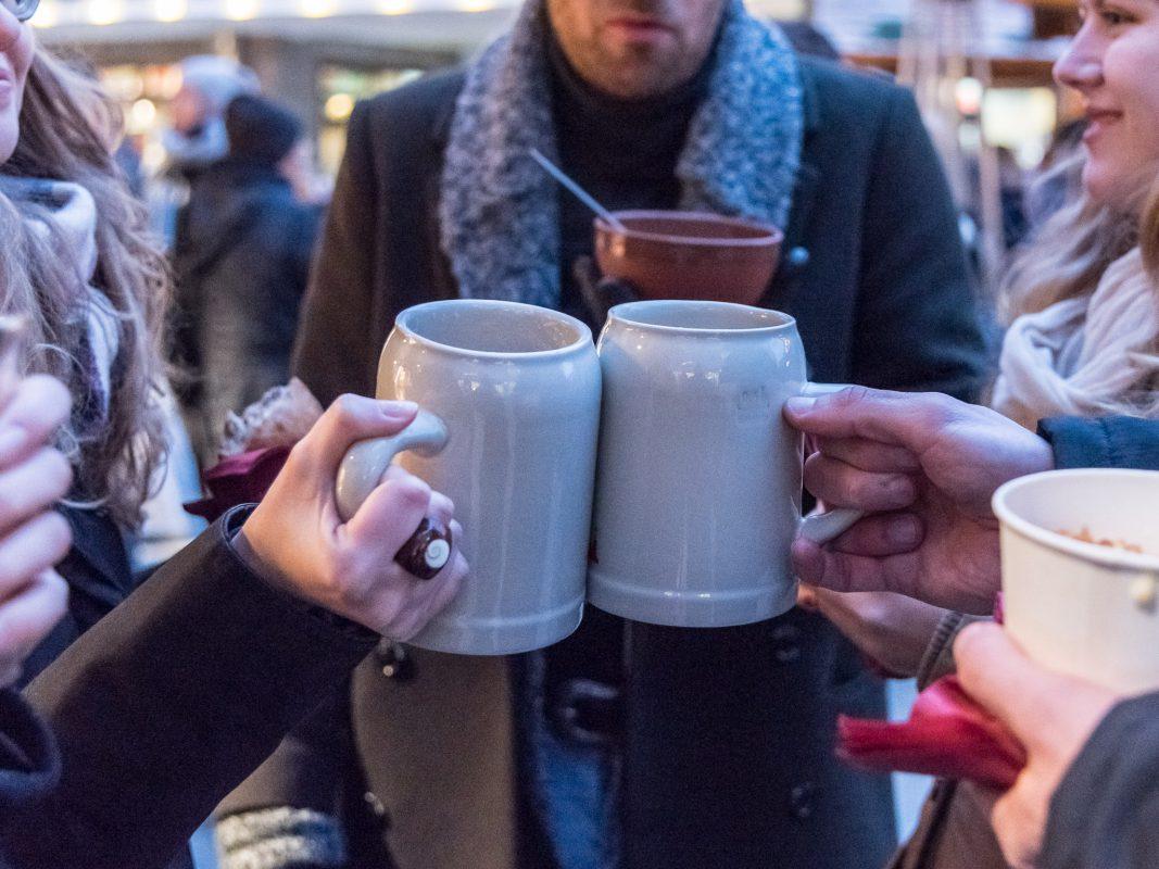 Wohltemperiertes Weihnachtsmarkt-Bier bei Hahns Herzle. Foto: Pascal Höfig