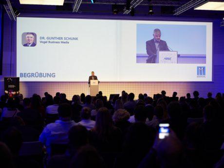 Dr. Gunther Schunk bei der Begrüßung am Mobile Media Day. Foto: Vogel Business Media | Mobile Media Day
