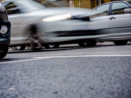 Auto im Straßenverkehr. Foto: Pascal Höfig