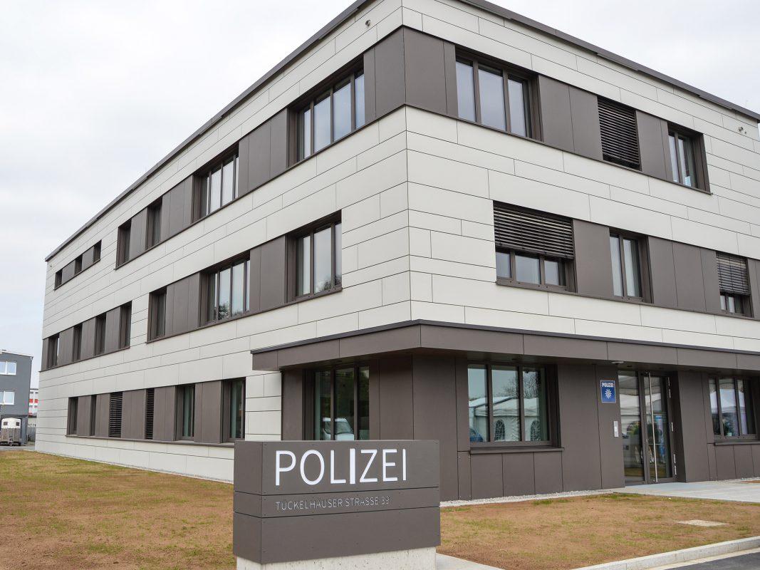 Eingang des Polizeidienstgebäudes in der Tückelhäuser Straße. Foto: Polizei Unterfranken