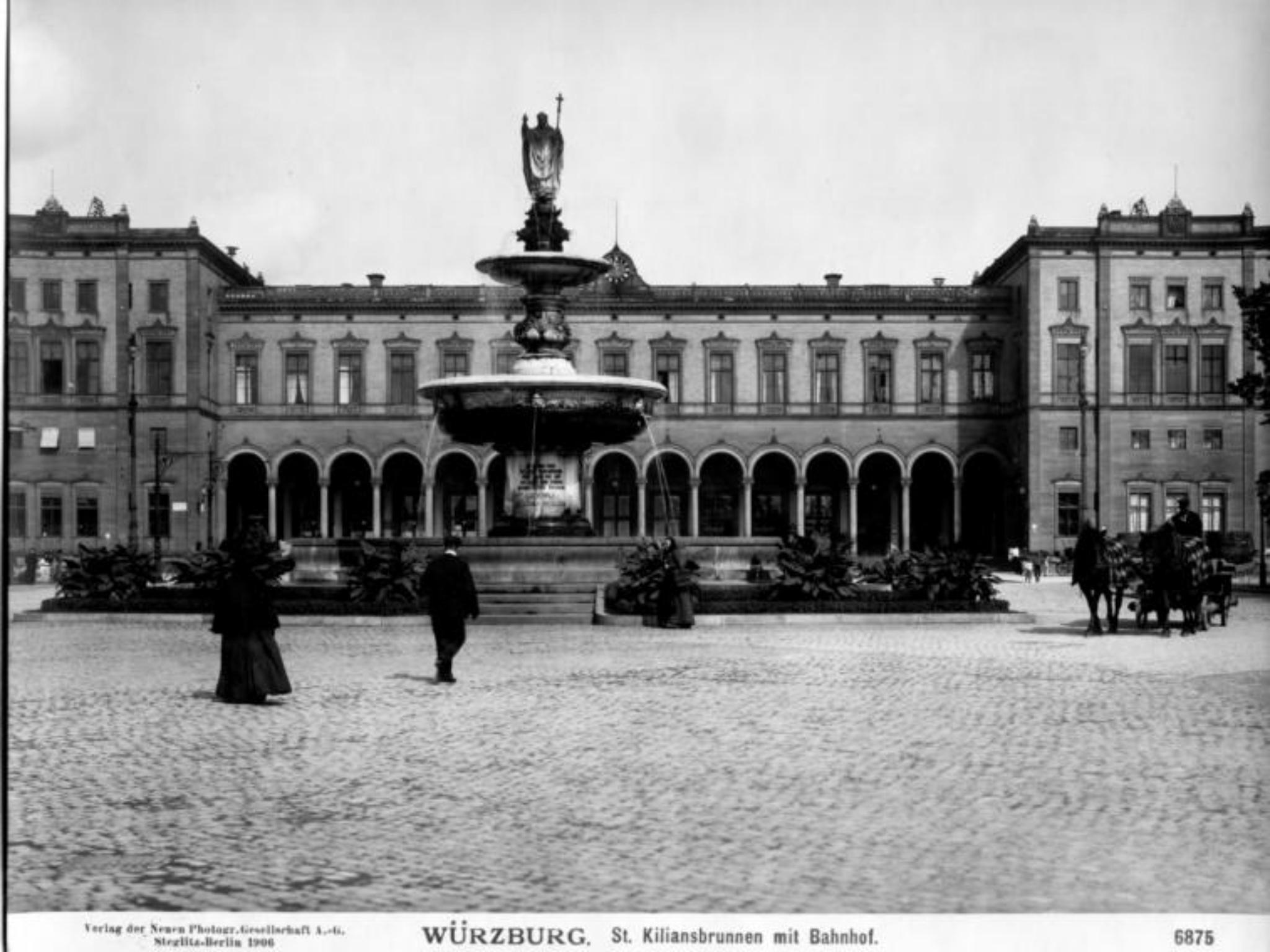 Der Hauptbahnhof mit Kiliansbrunnen in 1906. Archiv: Willi Dürrnagel