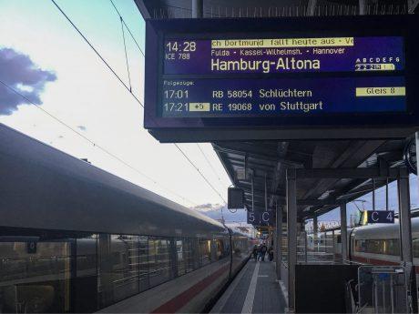 Kein Fernverkehr derzeit auch ab dem Bahnhof Würzburg. Foto: Pascal Höfig