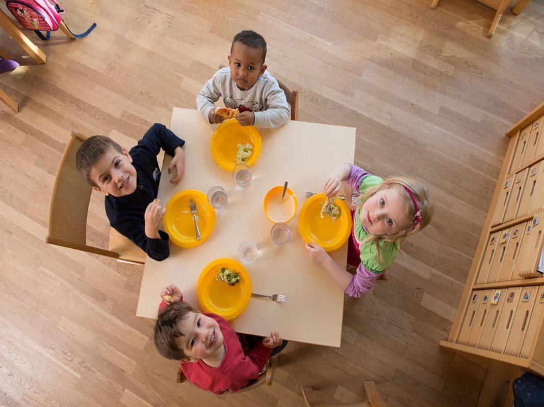 Mittagessen bei der Kinderbetreuung. Foto: AWO Bezirksverband Unterfranken