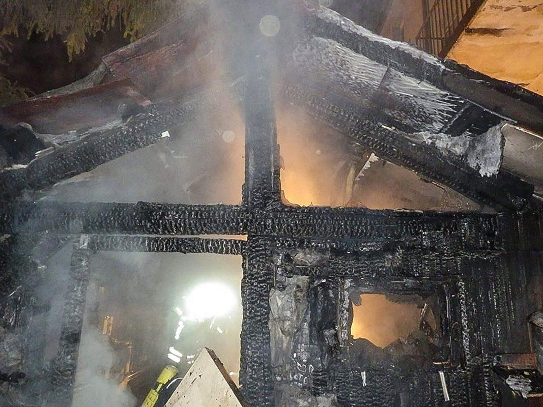 Die Feuerwehr brachte den Brand unter Kontrolle, dennoch entstand Sachschaden in einem vierstelligen Bereich. Foto: Freiwillige Feuerwehr Zell am Main.