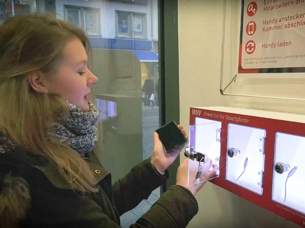 Handyladeboxen im WVV Kundenzentrum. Foto: Dominik Ziegler