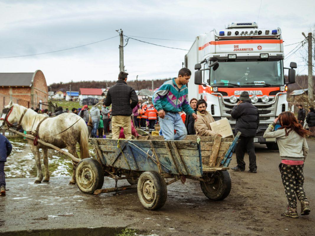 Die Weihnachtstrucker in Rumänien. Foto: Johanniter/Bieber