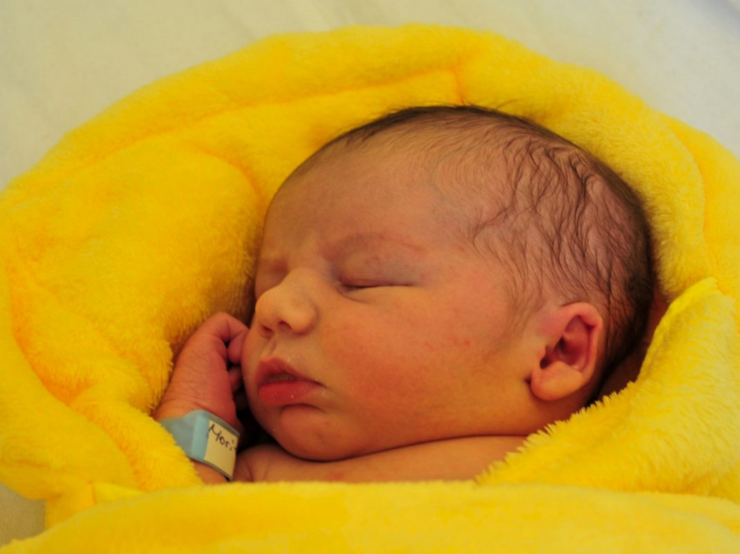 Die erste babyfreundliche Geburt 2018: Am 1. Januar um 7:40 Uhr kam der kleine Moritz in der Missioklink zur Welt. Foto: Klinikum Würzburg Mitte