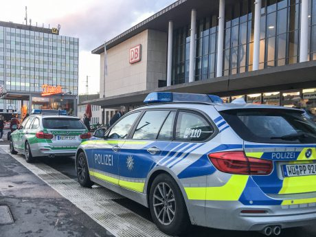 Polizeieinsatz am Bahnhofsplatz Würzburg. Symbolfoto: Pascal Höfig