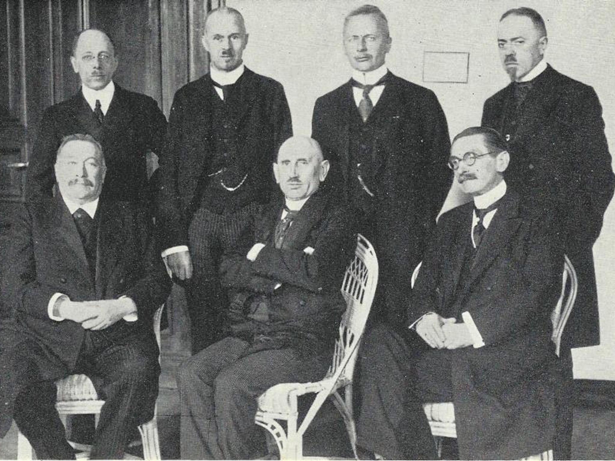 Preußischer Ministerpräsident Adam Stegerwald mit Kabinett. Archiv: Willi Dürrnagel