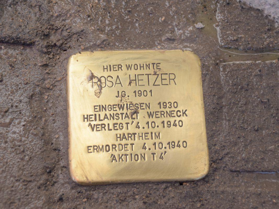Stolperstein für Rosa Hetzer, Frankfurter Straße 24 - Foto: SkF e.V. Würzburg