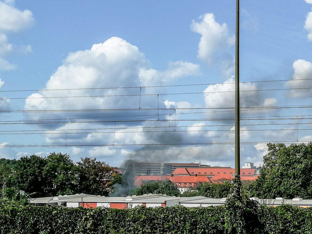 Den Rauch über Grombühl konnte man von weitem sehen. Foto: Blaulicht Würzburg