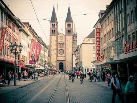 Domstraße mit Kiliansdom. Foto: Pascal Höfig