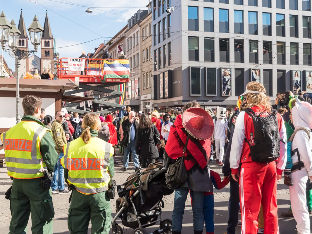 Polizei an Fasching. Foto: Pascal Höfig