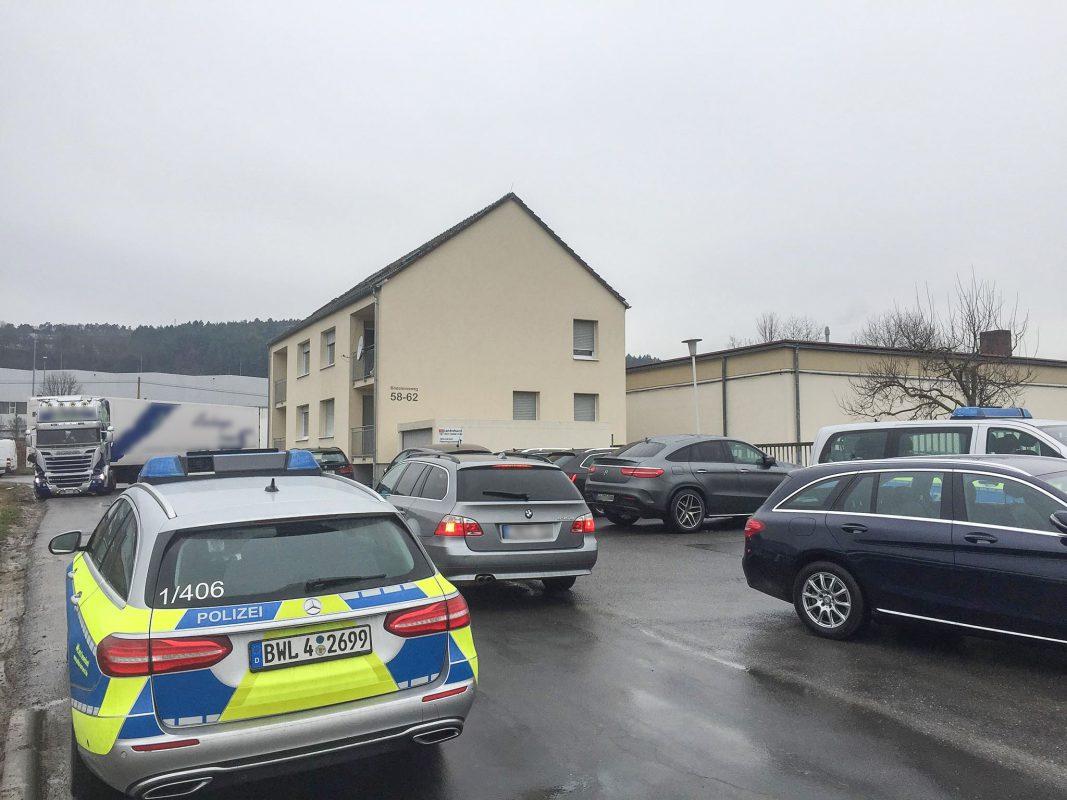 Die Polizei sichert aktuell Beweismittel auf dem Schlachthof in Tauberbischofsheim. Foto: H. Usky
