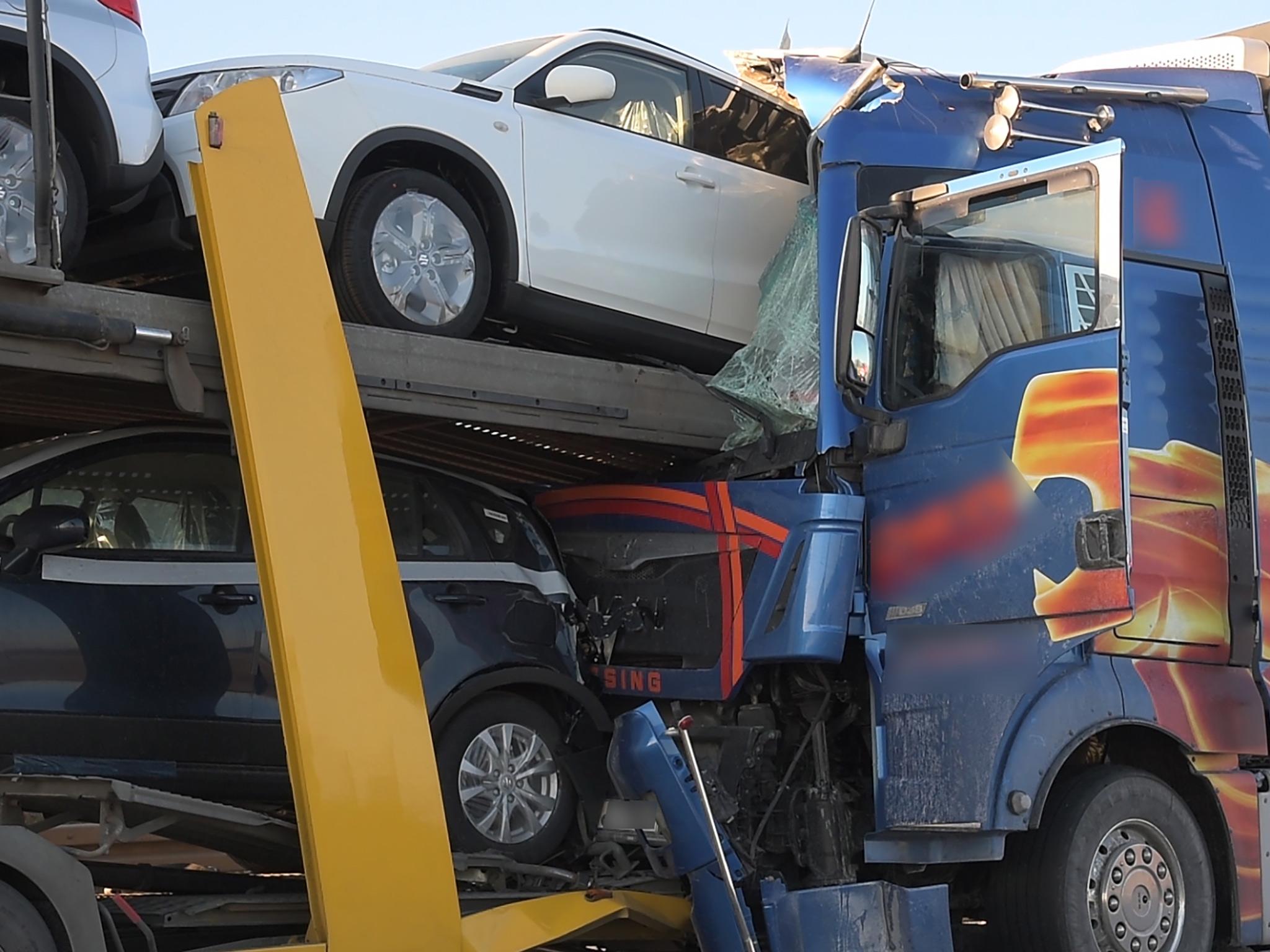 Unfassbares Glück für diesen Lkw-Fahrer. Er überlebte. Foto: Pascal Höfig