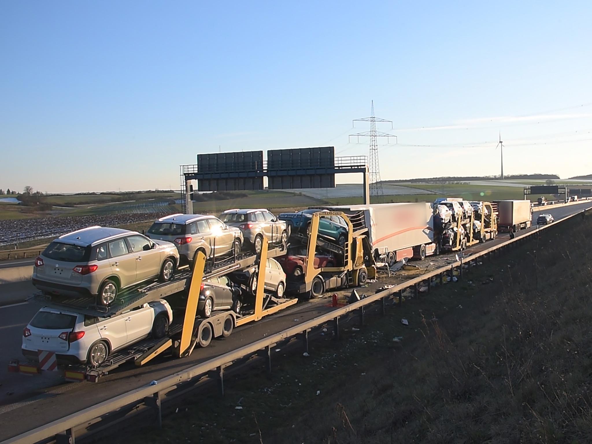 Zwei Personen sind schwer verletzt worden. Ein 34 Jahre alter Lkw-Fahrer aus Ungarn verstarb noch an der Unfallstelle. Foto: Pascal Höfig