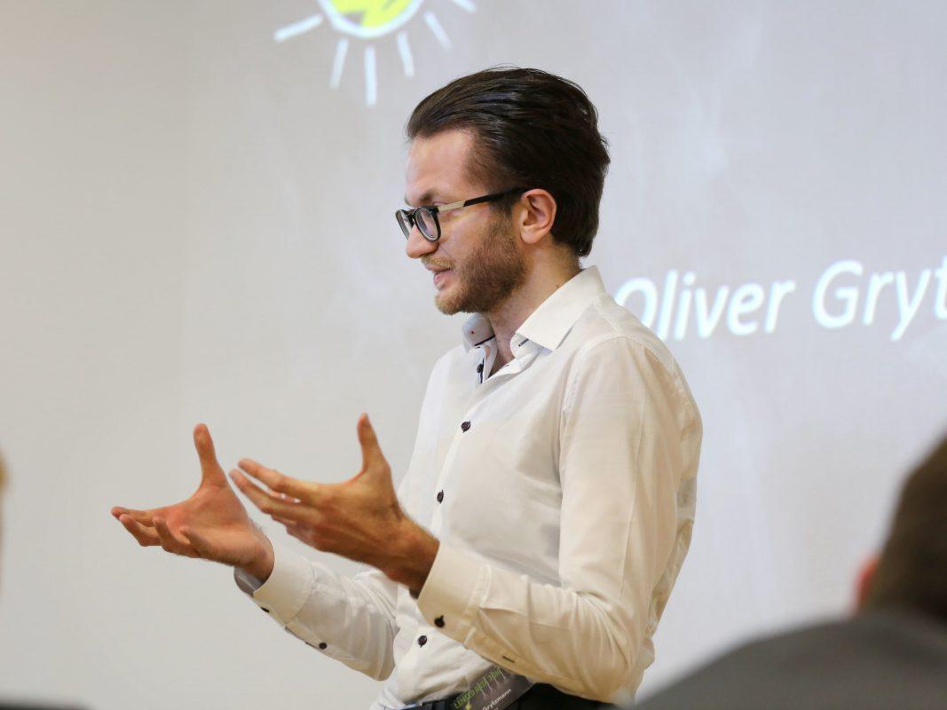 Oliver Grytzmann bei einer Rede. Foto: Candid Rhetorics