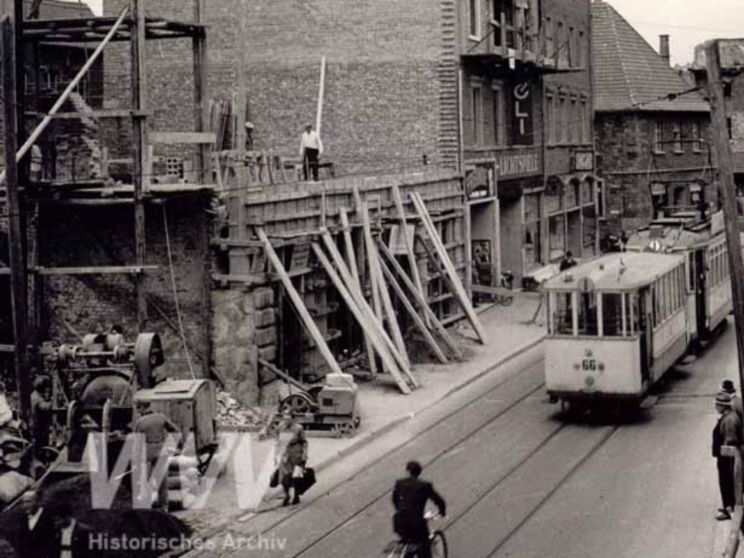 Aufbauarbeiten in der Augustinerstraße im Jahr 1950. Foto: Historisches Archiv der WVV