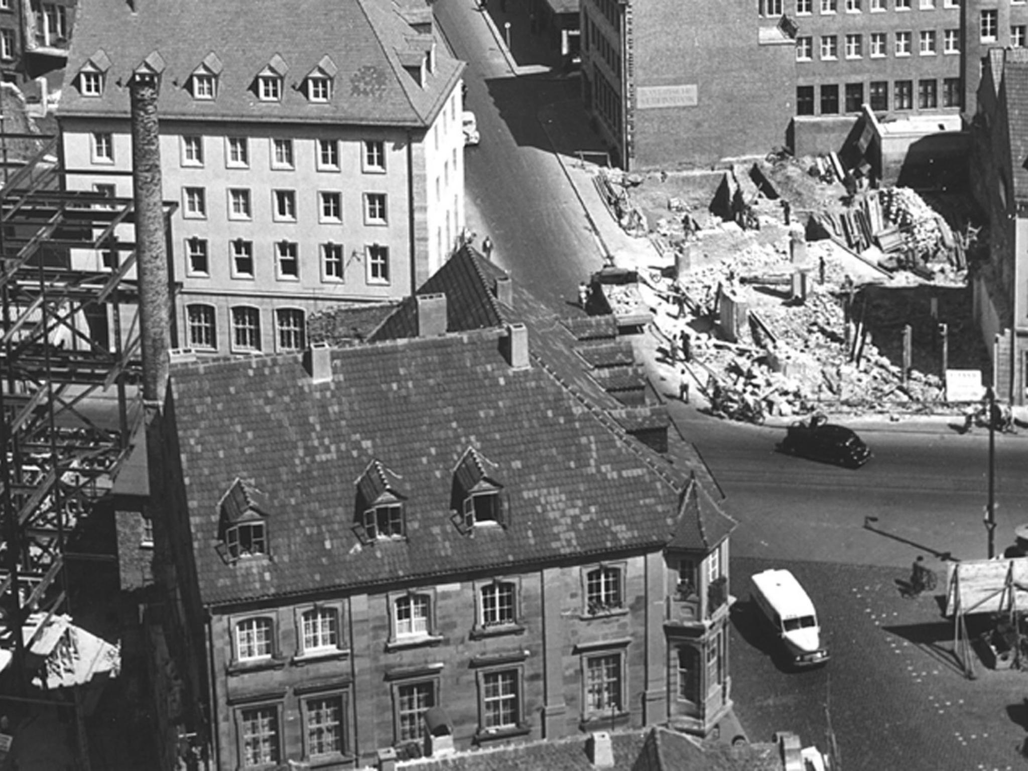 Nachkriegsschäden am Oberen Markt 1951, Foto: Willi Dürrnagel