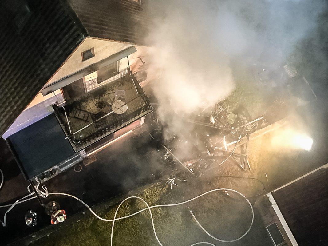 Nach ersten Erkenntnissen dürfte der Brand in einem Holzanbau entstanden sein. Foto: Benedict Rottmann