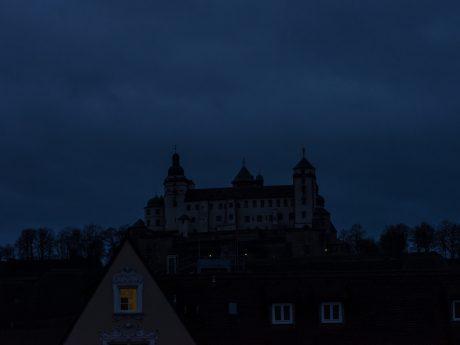 Die Festung Marienberg bleibt dunkel. Foto: Pascal Höfig