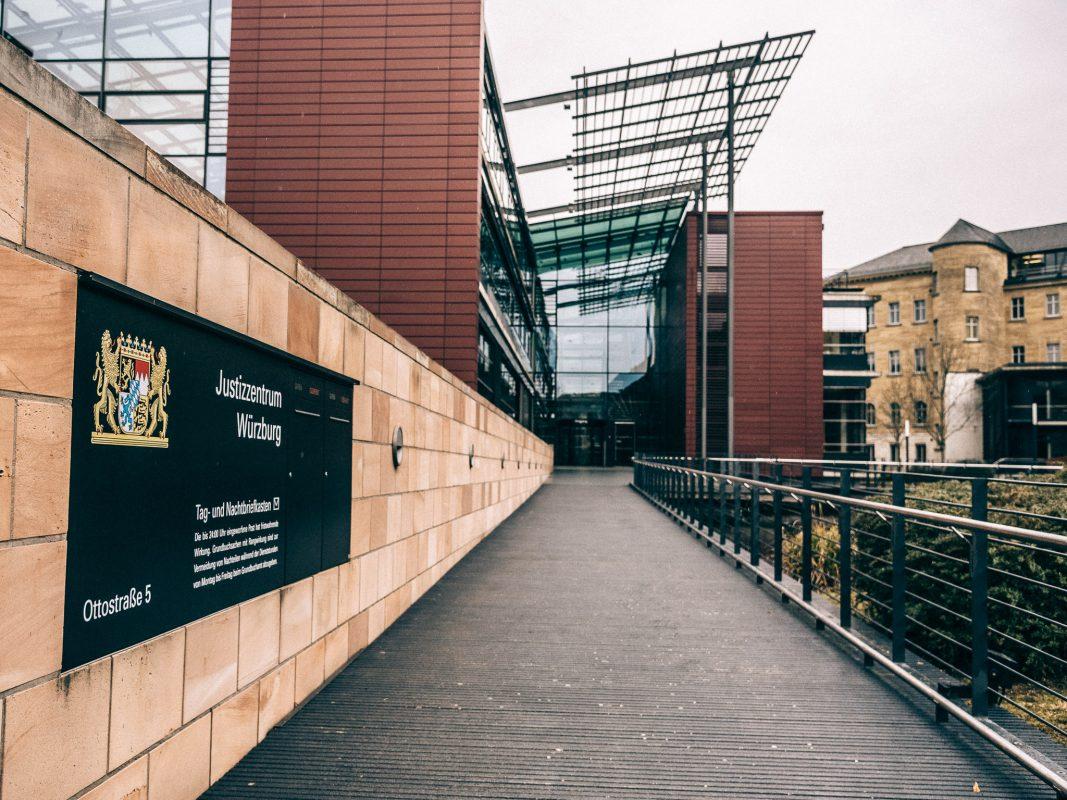 Das Justizzentrum in der Ottostraße mit Strafprozesszentrum/Zivilprozesszentrum. Hier ist die Staatsanwaltschaft, das Landgericht und das Amtsgericht Würzburg. Foto: Pascal Höfig
