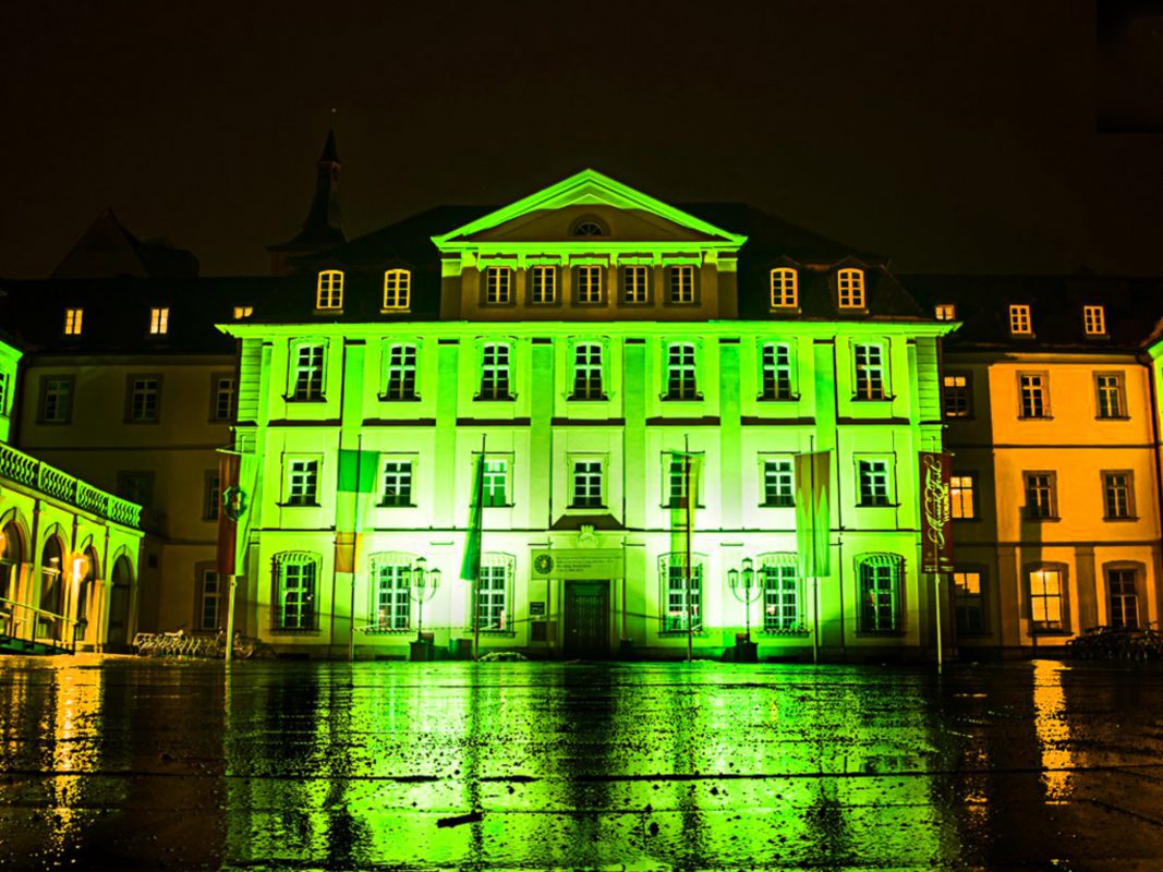 Das Rathaus in Grün am St. Patrick's Day. Foto: Pascal Höfig