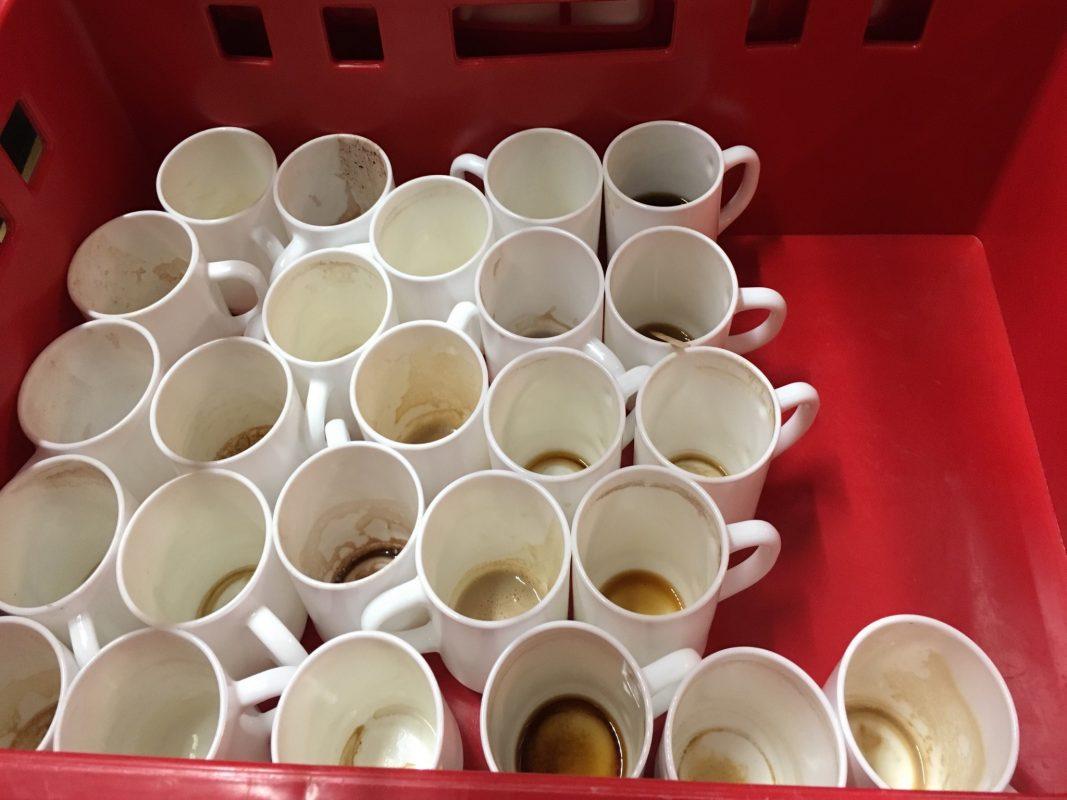 Gebrauchte Tassen in Würzburger Hochschulen. Foto: Lara Engelmann