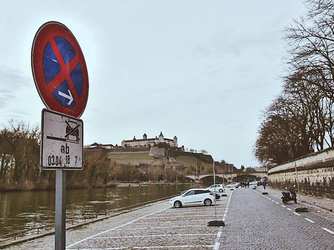 Ab Dienstag den 3.April um 7 Uhr beginnt der Aufbau des Würzburger Stadtstrandes. Foto: Pascal Höfig