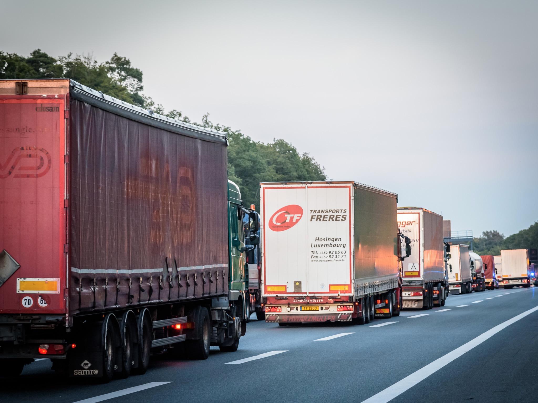 LKWs im Straßenverkehr. Symbolfoto: Pascal Höfig